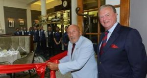 sir-stirling-moss-obe-officially-opens-stirlings-at-woodcote-park-with-royal-automobile-club-chairman-tom-purves